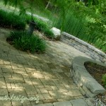 Sweeping curves of the sitting wall and Oaks Centurion paver.
